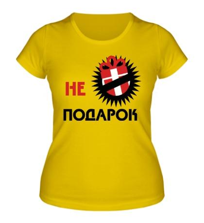 Женская футболка Не подарок