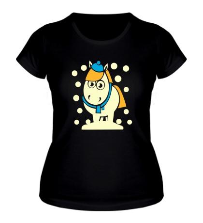 Женская футболка Лошадка в снегу, свет