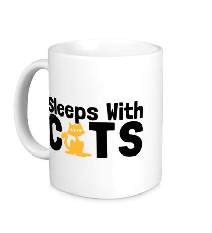 Керамическая кружка Sleeps with cats