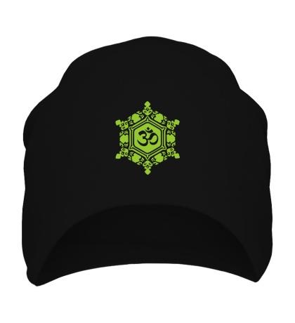 Шапка Ом символ в узорах