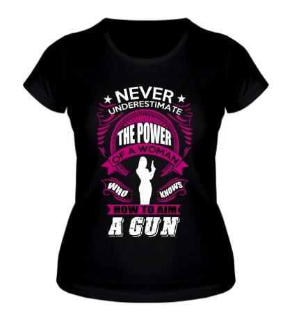 Женская футболка Женщина с пистолетом