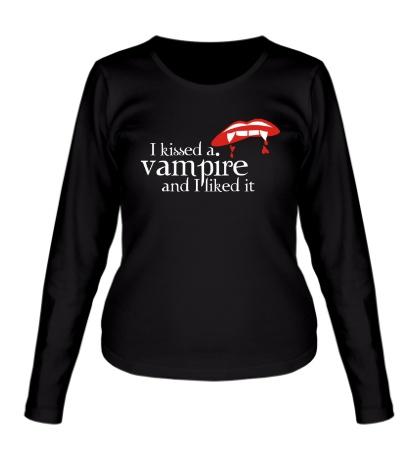 Женский лонгслив I kissed a vampire