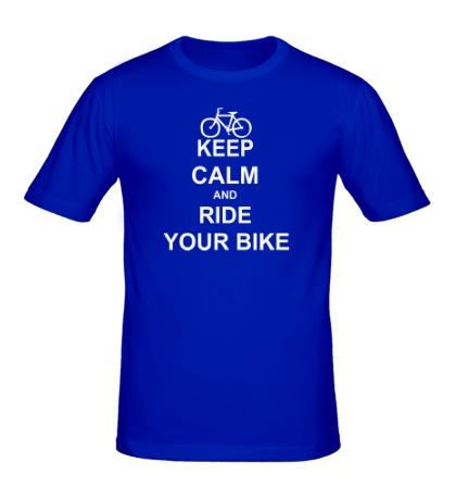 Мужская футболка «Keep calm and ride your bike»